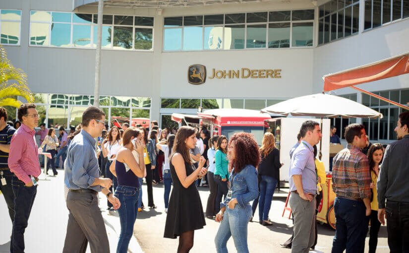 Empresa John Deere promove evento com Food Trucks no Interior